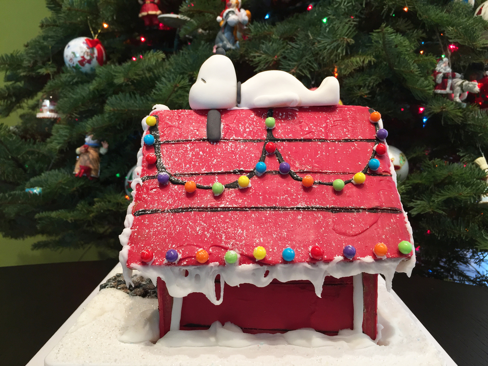 snoopy gingerbread doghouse 20