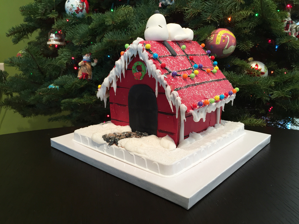 snoopy gingerbread doghouse 21