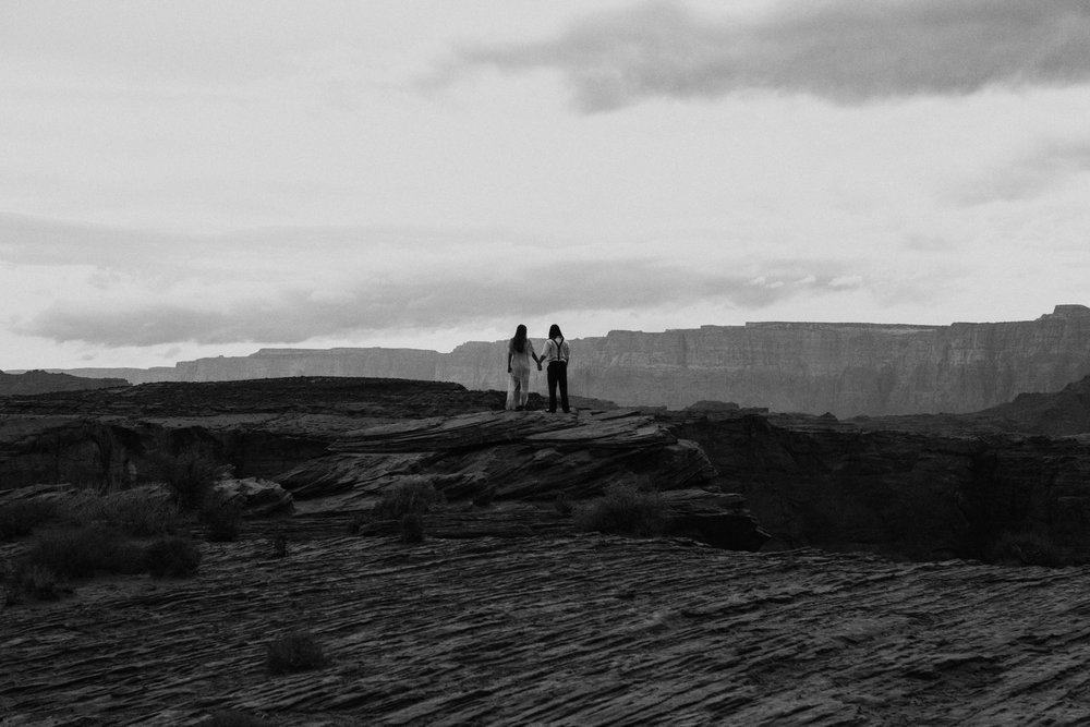 horseshoe-bend-slot-canyon-engagements-BW-8.jpg