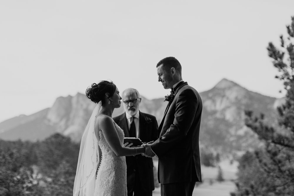 estes-park-intimate-mountain-wedding-1044.jpg