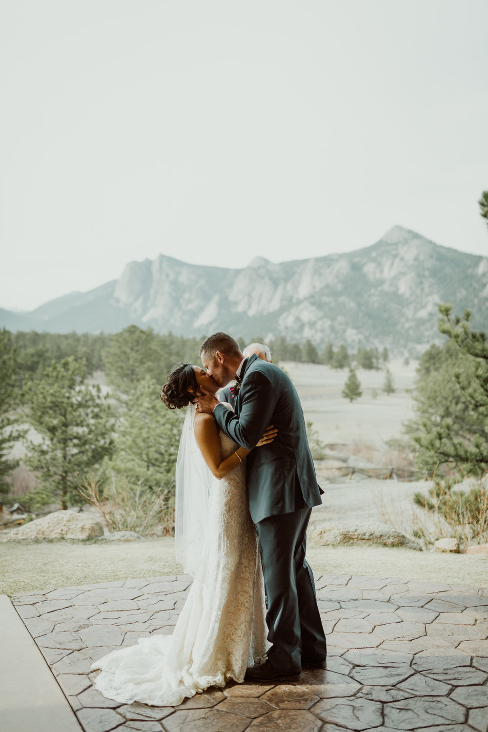 estes-park-intimate-mountain-wedding-1047.jpg