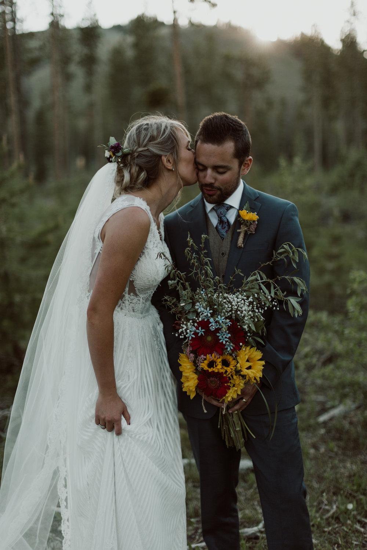 cedarandpines-sunny-wyoming-mountain-wedding-26.jpg