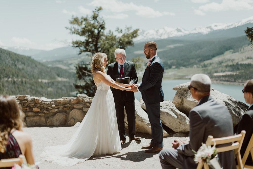 intimate-breckenridge-mountain-wedding-16.jpg