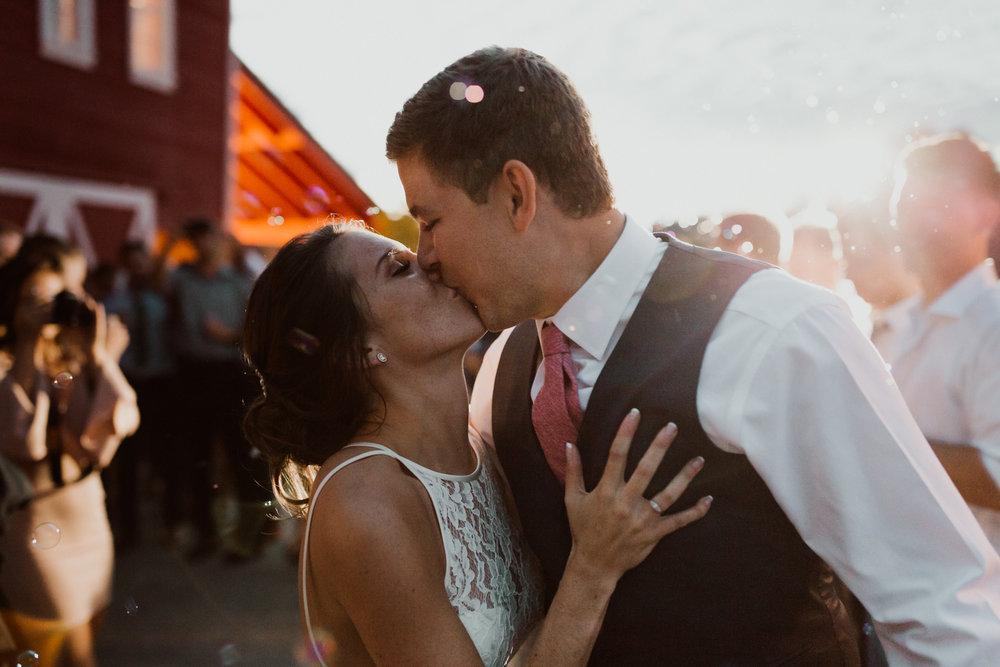 cedarandpines_washington-state-farm-wedding-39.jpg