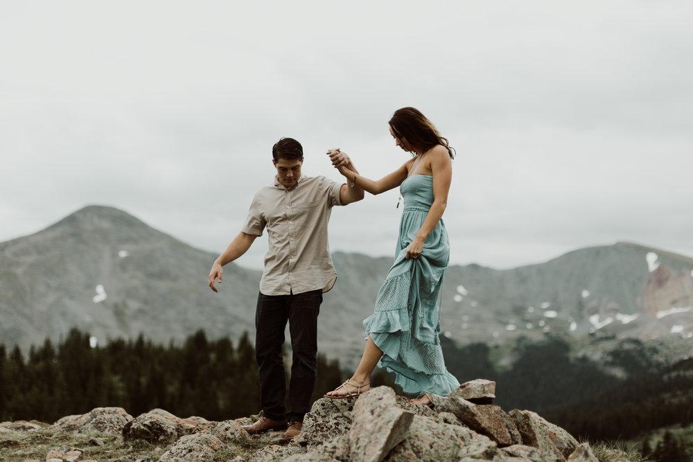 cedarandpines-adventurous-alpine-lake-engagements-5.jpg