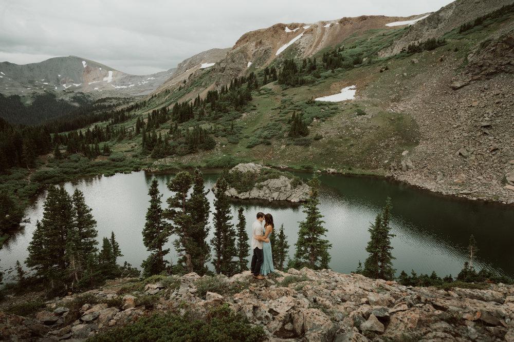 cedarandpines-adventurous-alpine-lake-engagements-7.jpg