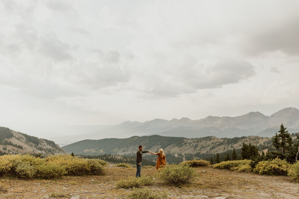 colorado-mountain-top-unposed-engagements-14.jpg