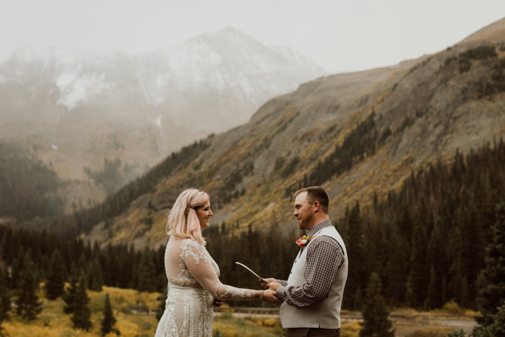colorado-elopement-photographer-puente-cabin-36.jpg
