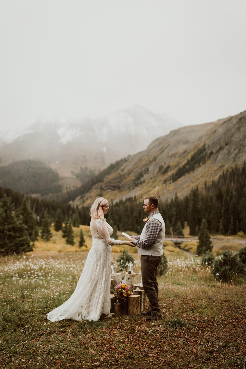 colorado-elopement-photographer-puente-cabin-38.jpg