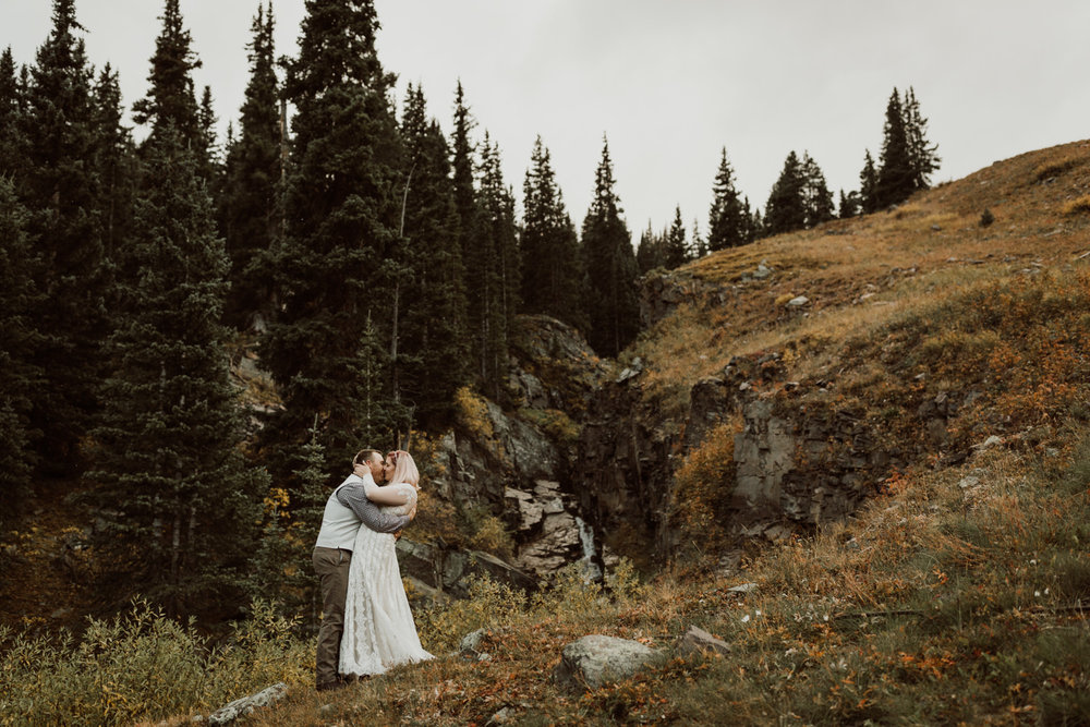 colorado-elopement-photographer-puente-cabin-64.jpg