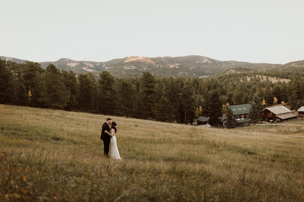 intimate-colorado-fall-wedding-65.jpg