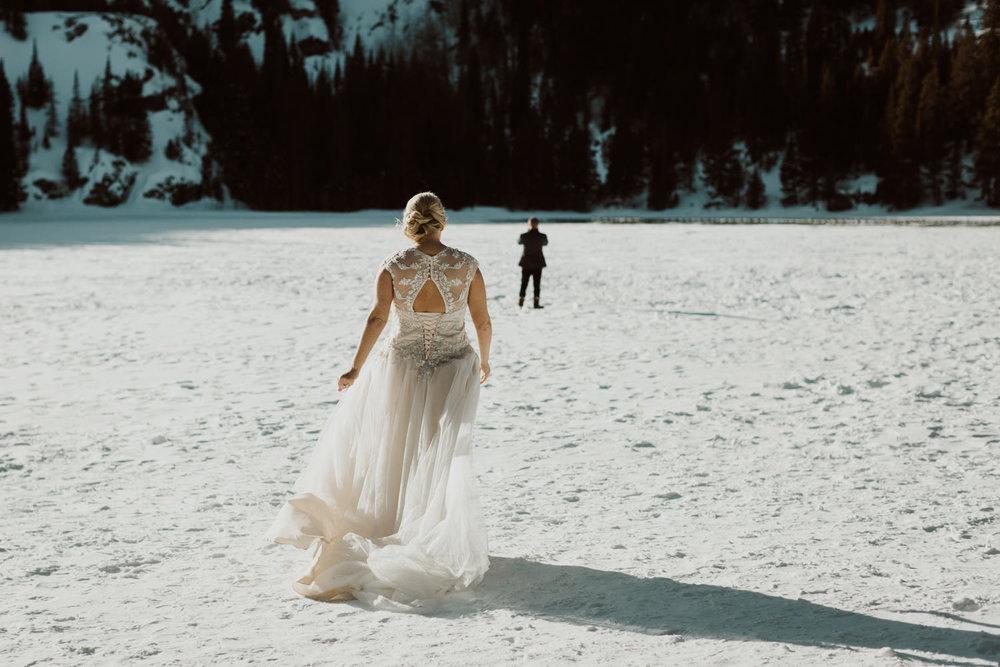frozen-lake-colorado-elopement-photographer-1.jpg
