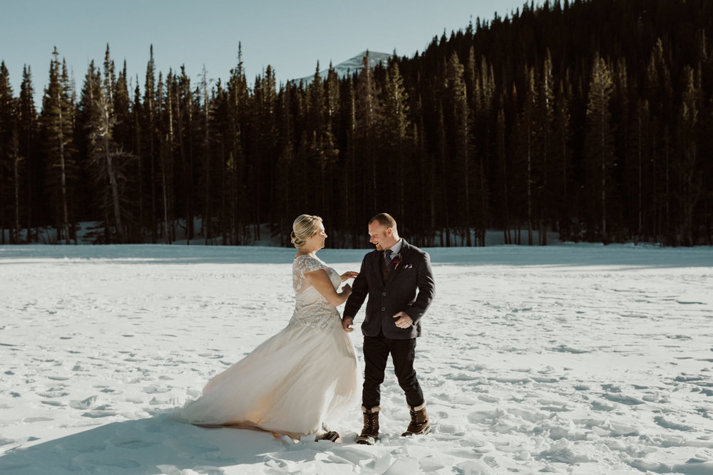 frozen-lake-colorado-elopement-photographer-2.jpg