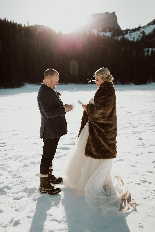 frozen-lake-colorado-elopement-photographer-4.jpg