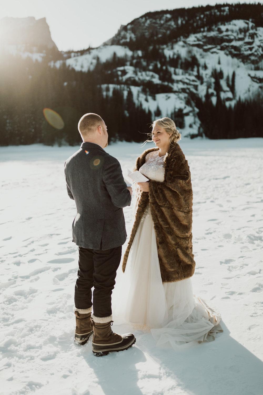 frozen-lake-colorado-elopement-photographer-7.jpg