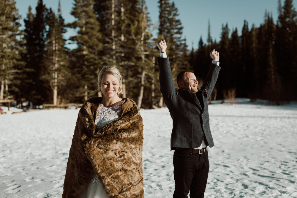 frozen-lake-colorado-elopement-photographer-9.jpg