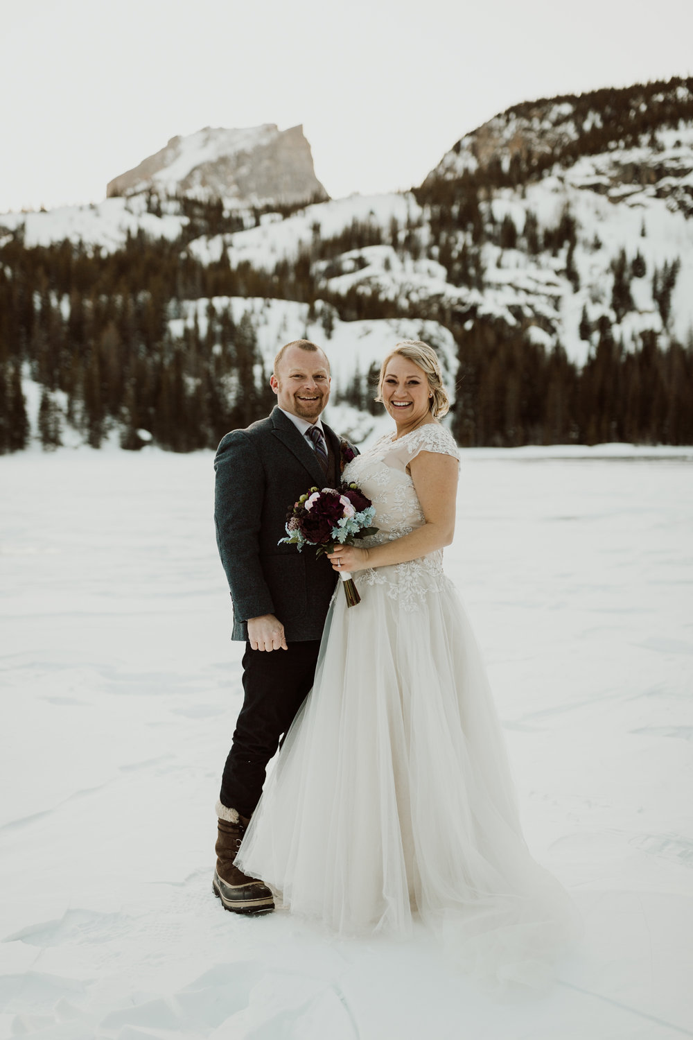 frozen-lake-colorado-elopement-photographer-10.jpg