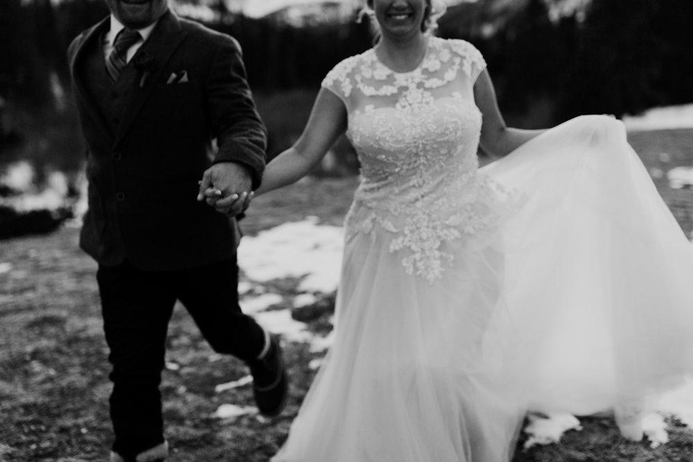frozen-lake-colorado-elopement-photographer-17.jpg