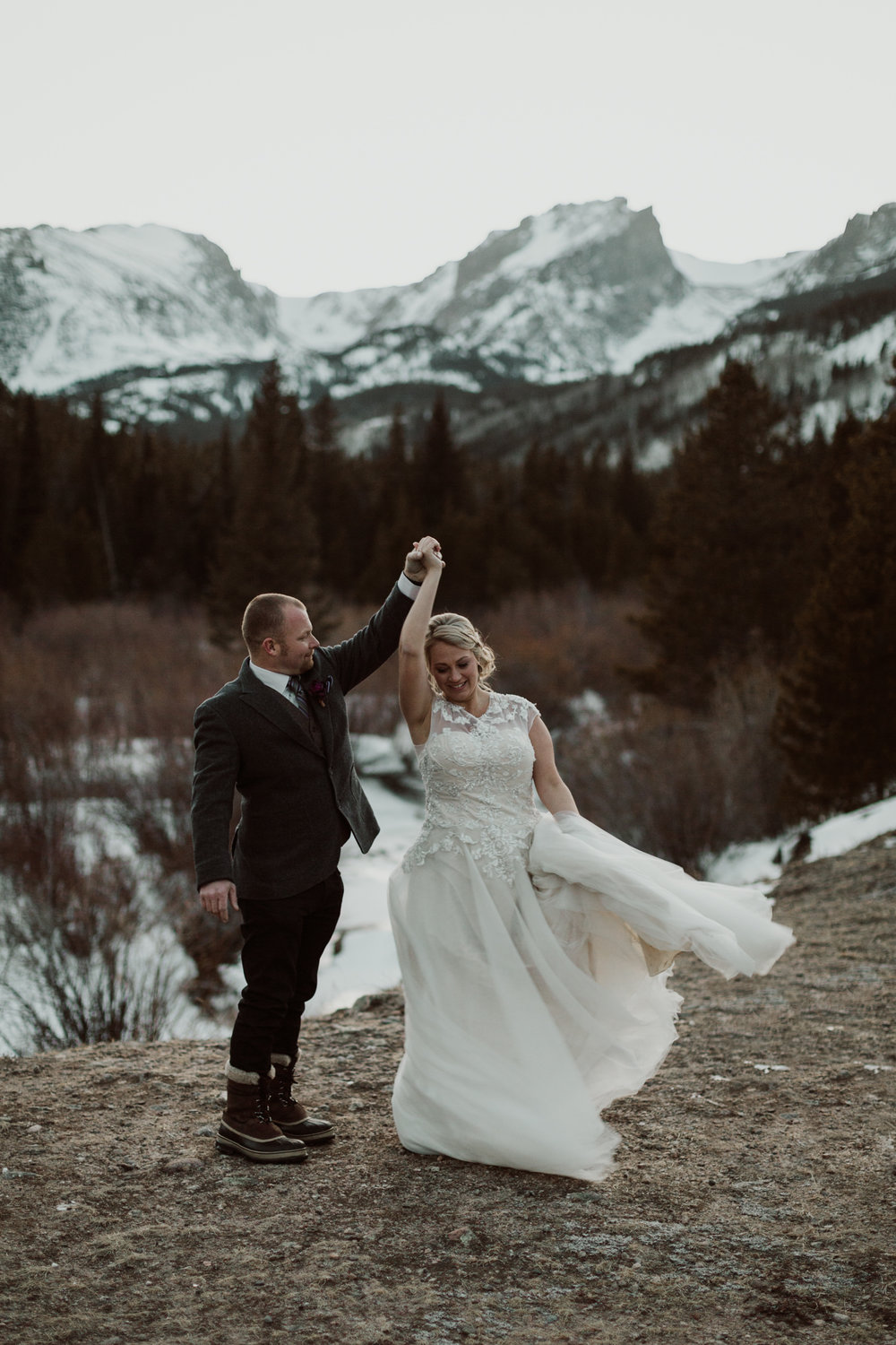 frozen-lake-colorado-elopement-photographer-18.jpg