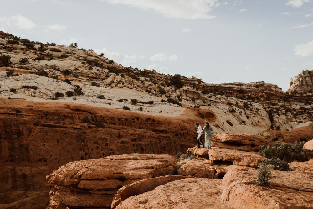 capitol-reef-national-park-engagements-2.jpg