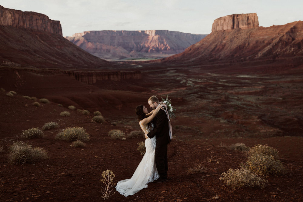 35_moab-utah-elopement-photographer-62.jpg