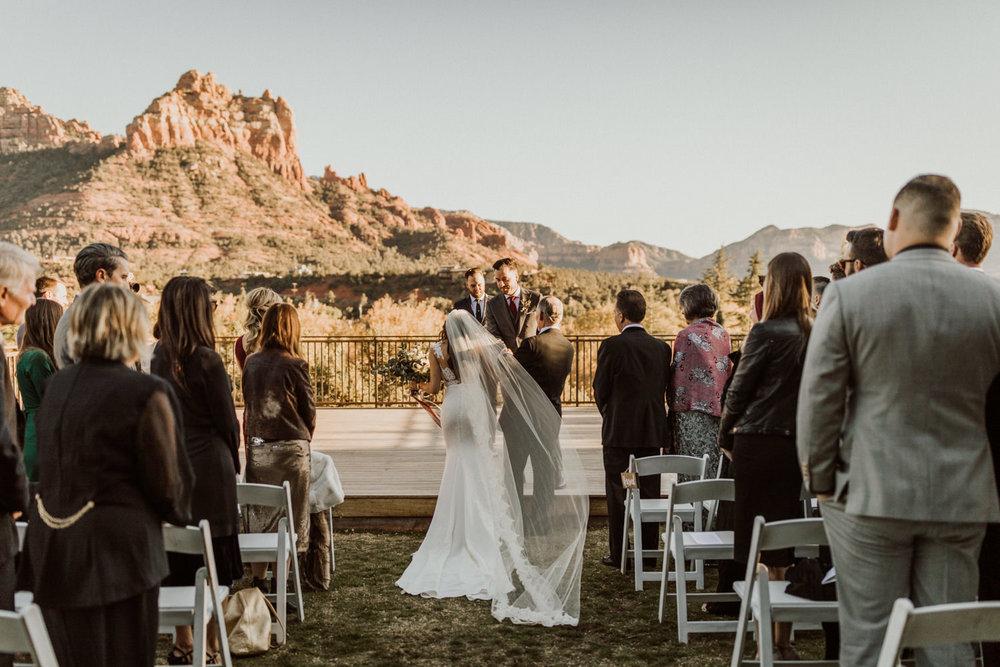 18_intimate-sedona-arizona-wedding-27.jpg