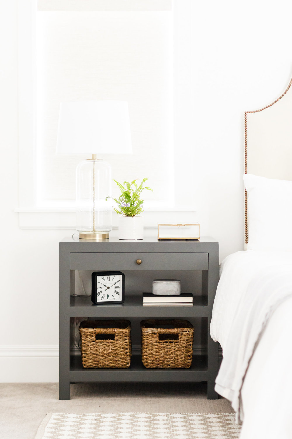 The embellishments on this bed are literally brass tacks. We are crushing hard on the supremely restrained use of brass in this bedroom. From the bed tacks to the bedside table drawer knob to the lamp base, everything has been well thought-through and delivered with intention. #love