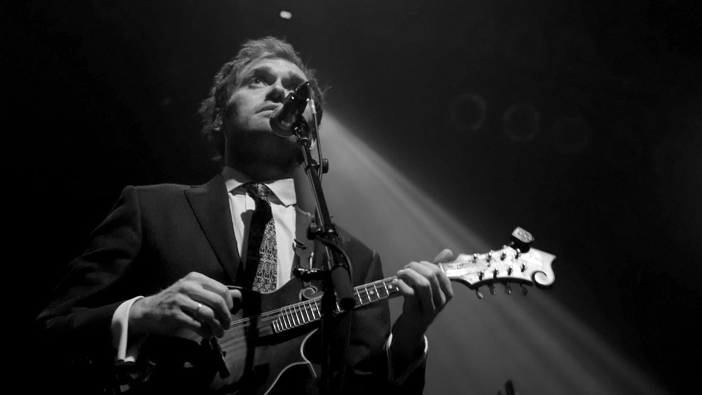 Chris Thile Swoons us with his blazing MANdolin