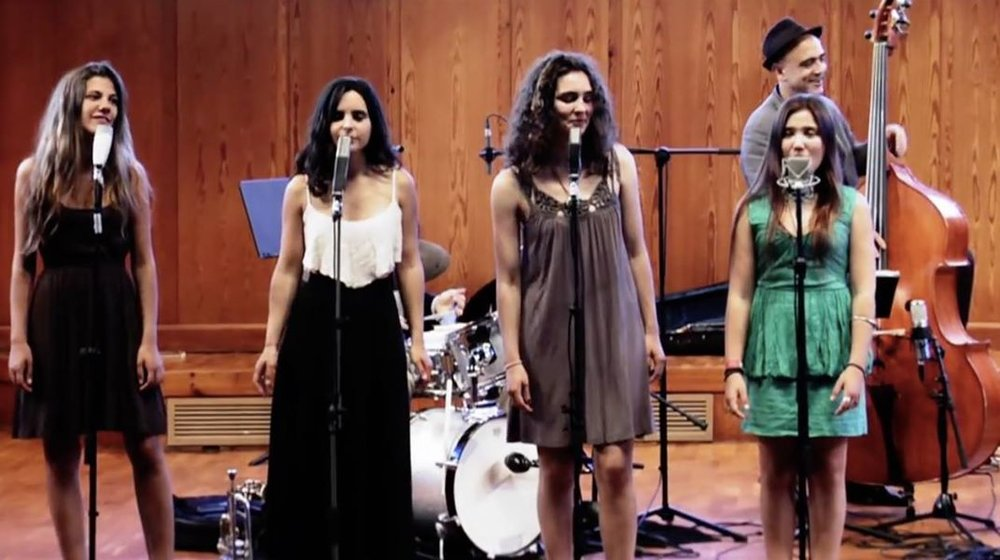 Eva Fernandez ,  Andrea Motis,   Magali Datzira , Rita Payes and  Joan Chomorro  (bass)