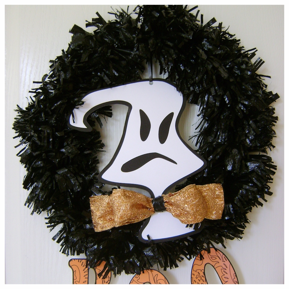 halloween trash bag wreath.JPG