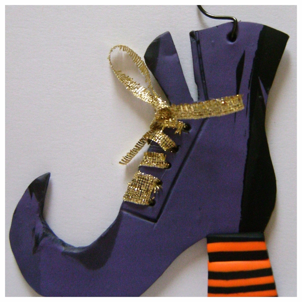 witch's fancy boot ornament.JPG
