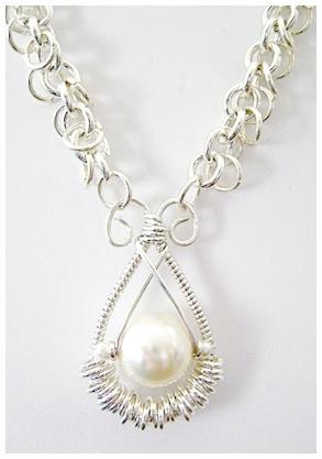 Solo Cream Pearl Pendant.jpg
