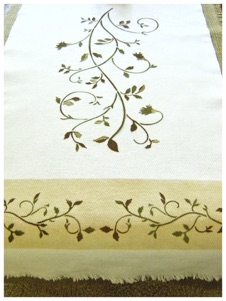 NO SEW FALL TABLE RUNNER.jpg