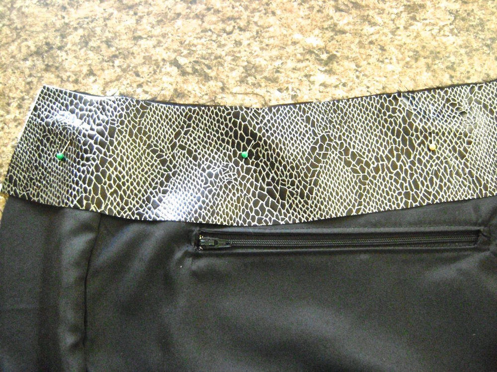 "step 22 - Attach the zippered pockets on the front and back lining following the Simplicity pattern instructions.  Sew together the front, back, side and bottom pieces leaving an opening in the bottom of one of the lining seams.  Sew the two ""F"" piece seams together.  With the wrong side of the facing to the right side of the lining, baste the strip to the lining."