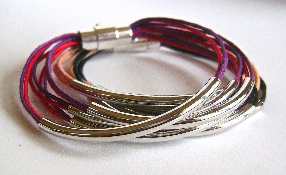 "bracelet measures 7"" x 1 1/8"""