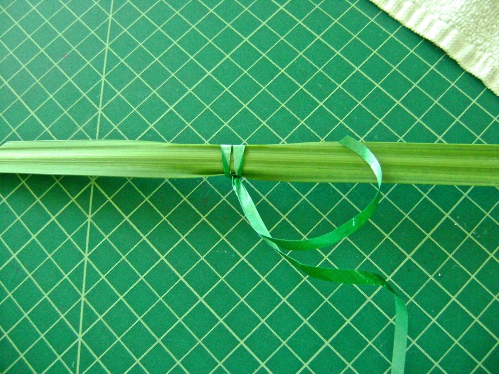 step 2 - Bring the length of the ribbon through the loop and pull to secure it to the reed.