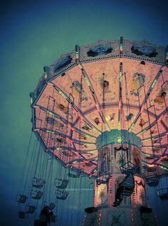 008614f2ec372259eefd3ad7ec3c6f14--fairground-carousels.jpg