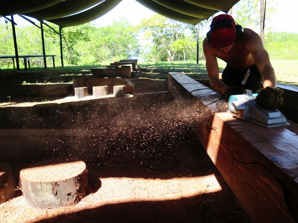 Mruniu planing smooth the keel for  Ceiba , made from  tamarindo del monte  (a tropical hardwood).