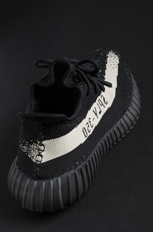 8cc273ef4e0 YEEZY BOOST 350 V2  CORE BLACK  — STRIPE CENTER