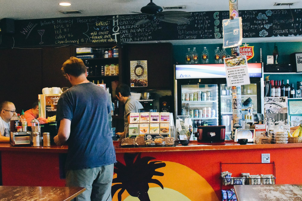 The shop serves a variety of drinks other than coffee, like wine, champagne, beer, and more.