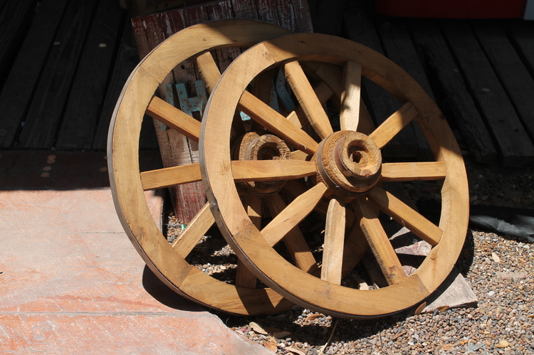 Decorative Wagon Wheel 24 Inch