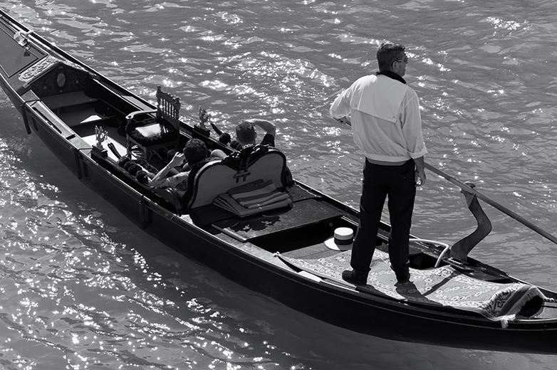 zeiss-85mm-zm-sonnar-leica-m9-test-venice-single-gondolier