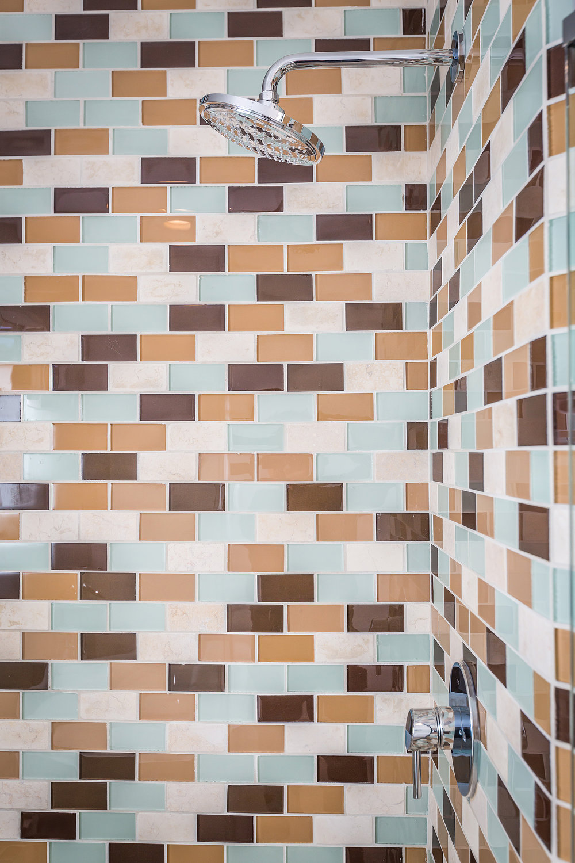 05MasterBathroom Tile CU.jpg