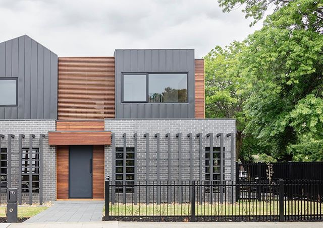 Flashback Friday: timber and aluminium panels combined in the best of ways for our townhouse project in McKinnon. 📷: @1nkd #onedesignoffice #residential #development #townhouse