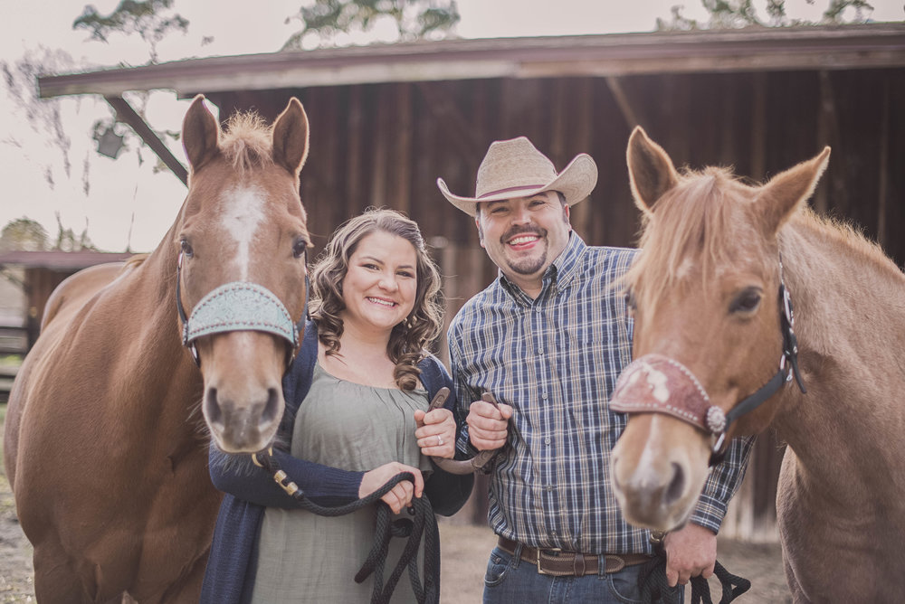 florida-engagement-session-photos-horse-stable