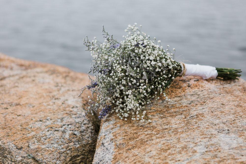 charlestown-rhode-island-wedding-photographer-bridal-bouquet-babys-breath