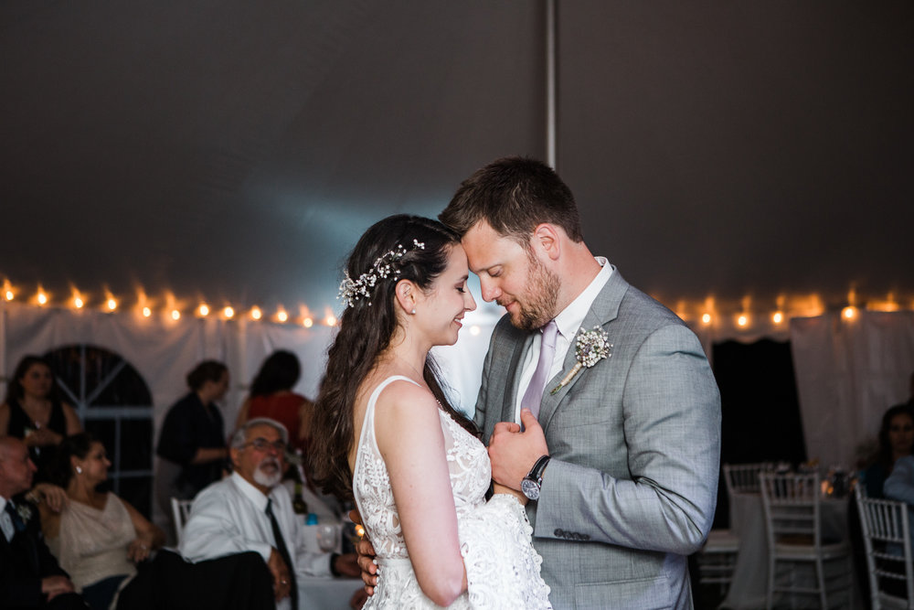 charlestown-rhode-island-wedding-photographer-first-dance