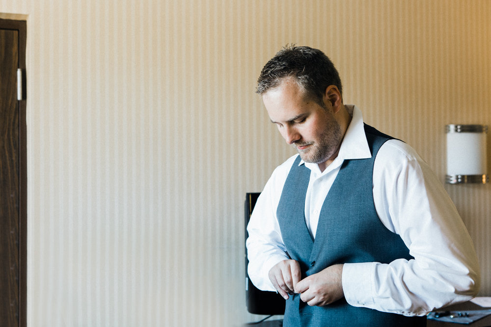 the-lace-factory-deep-river-connecticut-wedding-groom-getting-ready