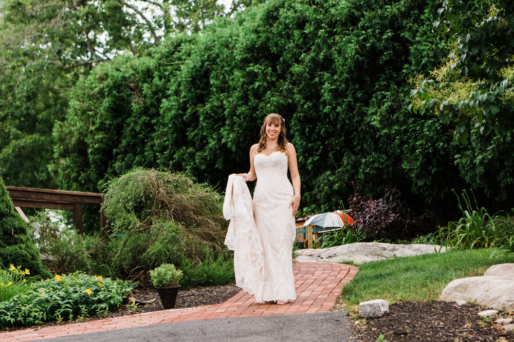 the-lace-factory-deep-river-connecticut-wedding-first-look