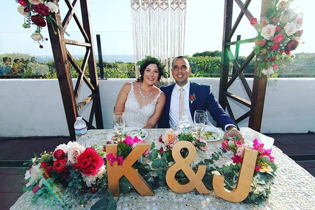 Throwback Thursday!! To that one time at the San Clemente Historic Cottage with @joelydiaz182 @kayteedeeyaz So glad that we could be such a huge part of your special day! 📸: Famous DJ Agency. 💐: @flowersbymaemae #sanclemente #sanclementewedding #socallwedding #meridianwedding#meridianarch #mrandmrsdiaz2018 #meridianevents #justmarried #julywedding #beachviewwedding